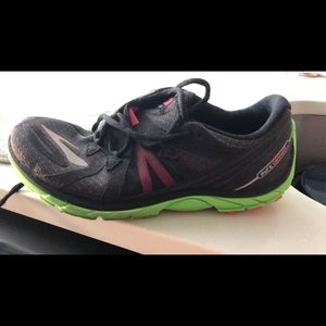 Brooks connect running shoe